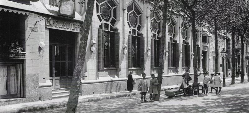 Foto portada: Exterior Cafè Euterpe entre 1916-1920. Autor desconegut. Col·lecció Rossin.