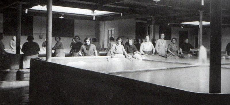 Foto portada: dones al safareig del carrer Reina Elionor (1933). Autor atribuït: Francesc Casañas/AHS