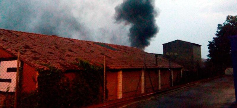 Foto portada: l'incendi, des del darrere. Autora: D.López / cedida.