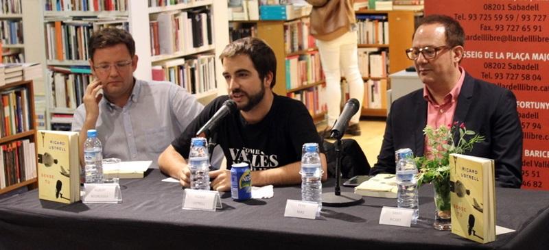 Foto portada: Beorlegui, Ustrell i Mas, a La Llar del Llibre, aquest dimecres. Autor: A.Soto.