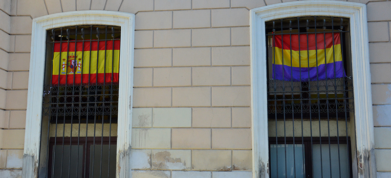 Banderes espanyola i republicana, Auor: David B.