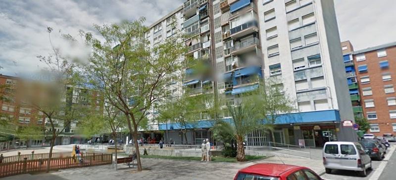 Foto portada: la plaça Llívia, al barri de la Roureda. Foto: Google Street View.