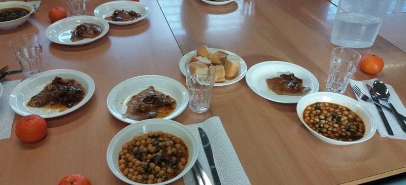 Foto portada: el menjador escolar de l'IES Jonqueres. Autor: Ajuntament / cedida.