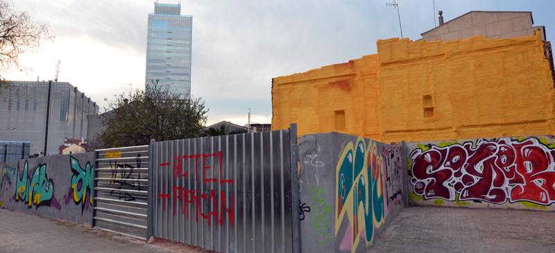 Foto portada: carrer de Pi i Margall on es projectava un hotel que ja no es farà. Autor: David B.