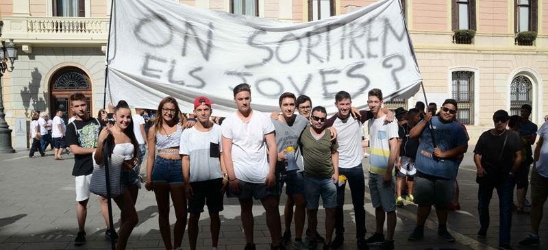 Foto portada: protesta al ple. Autor: David B.