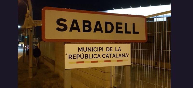 Foto portada: la placa via @CDRSabadell.