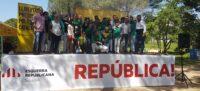 Foto portada: Saballuts i membres d'ERC, a la Font de Can Rull. Foto: ERC / cedida.