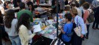 Foto portada: una de les parades de llibres, a la plaça Doctor Robert, l'any passat. Autora: N.Bueno.