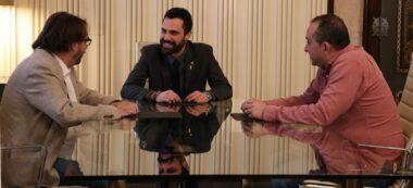 Foto portada: Camil Ros (UGT), el president del Parlament, Roger Torrent, i Javier Pachecho (CC.OO). Autor: ACN.