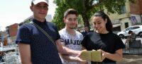 Foto portada: tres dels alumnes que han participat al projecte. Autor: J.d.A.