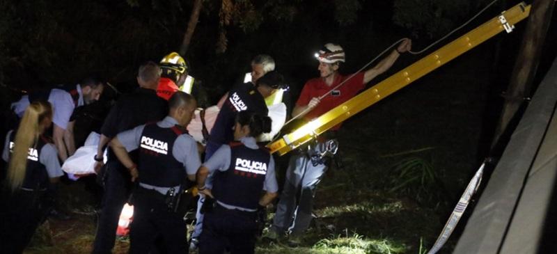 Foto portada: operatiu de rescat del cadàver. Foto: Cristóbal Castro via Món Terrassa.