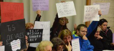 Foto portada: membres del Tallaret, a la sala de plens. Autor: David B.