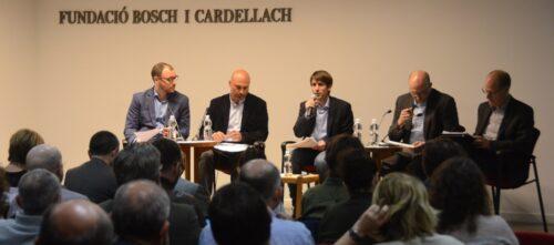 Foto portada: la taula de debat, aquest dimarts. Autor: David B.