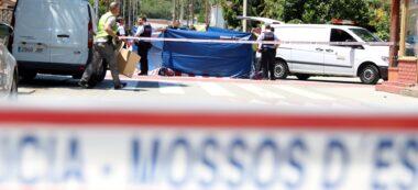 Agents dels Mossos d'Esquadra treballant al lloc de l'apunyalament mortal a Montcada i Reixac. Imatge de l'1 de juny del 2019. (Horitzontal)