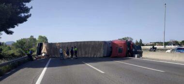 Foto portada: el camió bolcat. Autor: @transit via Twitter.
