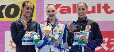 Foto portada: Carbonell, a l'esquerra, amb la medalla de plata. Autor: FINA.