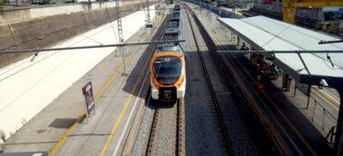Tren arribant a l'estació de Sabadell Sud. Autor: David B.