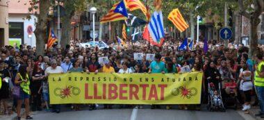 Pla general de la capçalera de la manifestació a Sabadell per demanar l'alliberament dels CDR empresonats, el 28 de setembre del 2019. (Horitzontal)