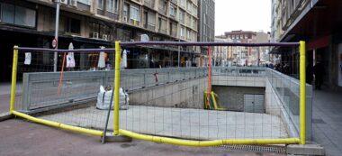 Foto portada: el parking soterrat, amb les obres acabades però sense adequart des de fa anys. Autor: David B.