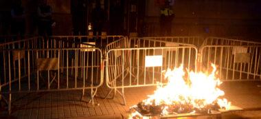 Crema ninot de Franco davant Policia Nacional