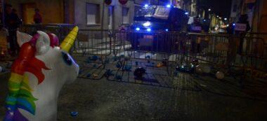 Foto portada: un moment de la manifestació, davant la Policia Nacional. Autor: David B.