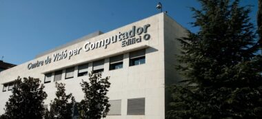 Foto portada: façana del Centre de Visió per Computador de la UAB.