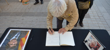 Signatura llibre condol para de Carles Puigdemont. Autor: David B.