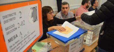 Foto portada: vots a l'escola Amadeu Vives, a l'Eixample. Autor: David B.