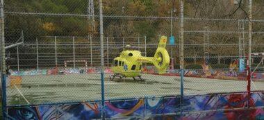 L'helicòpter d'emergències va aterrar a la pista de Can Llobet / Font: Lidia Llamas