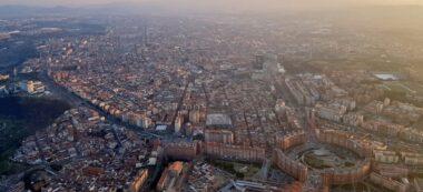 Foto portada: Sabadell, des de l'aire, amb una certa contaminació com es pot veure. Autor: @Sr_JOF via Twitter.