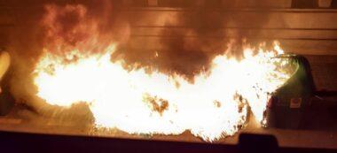 Foto: un contenidor cremant a La Creu Alta el 2 de gener de 2020. Foto: @anna_grigri via Twitter.