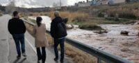 Foto portada: el tinent d'alcaldessa Jesús Rodríguez i l'alcaldessa, Marta Farrés, al riu Ripoll, aquest dijous al matí. Foto: @aj_sabadell via Twitter.