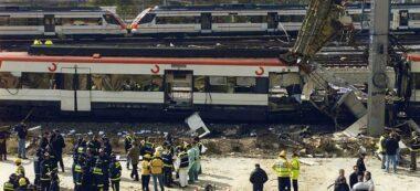 Foto portada: un dels vagons que van patir l'atemptat islamista.