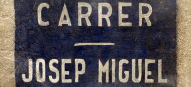 Foto portada: la placa que serà restituïda, aquest dimecres. Autor: Ajuntament / cedida.