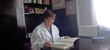 Foto portada: doctora Bosque, a la seva consulta. Autor: cedida.