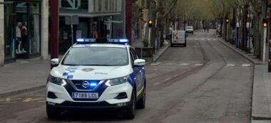 Foto portada: un vehicle de la Policia Municipal, difonent el missatge. Autor: David B.