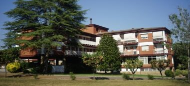 Foto portada: la residència Assis, de Sant Quirze. Foto via web.