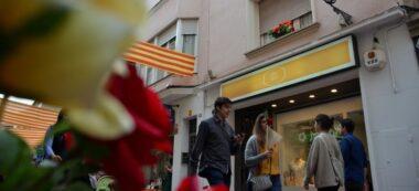 Foto portada: roses i llibres, el Sant Jordi de 2018 al carrer de Sant Antoni. Autor: David B.