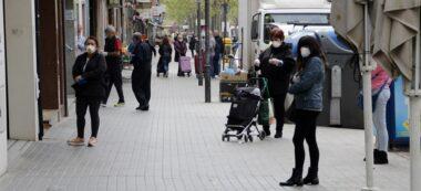 Foto portada: ciutadans a l'avinguda de Matadepera, aquest dimarts al matí. Autor: R.B / cedida.
