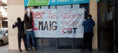 Foto portada: miltants de la CGT a l'oficina del SOC. Autor: cedida.
