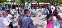 Foto portada: concentració aquest migdia davant l'hospital Parc Taulí de Sabadell. Autor: T.M / cedida.