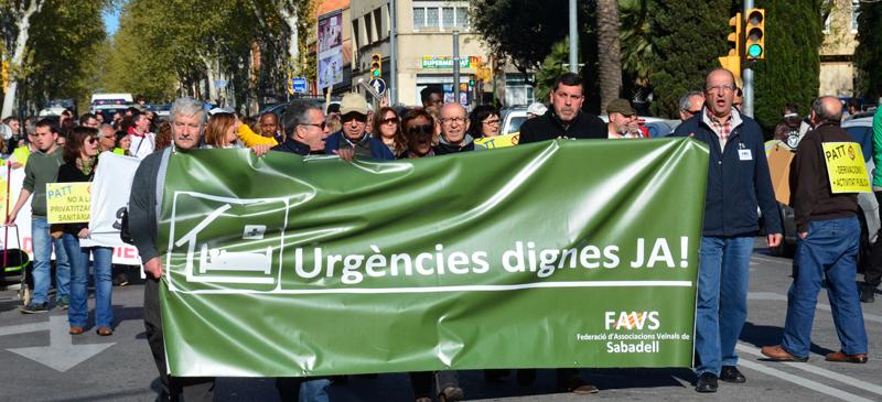Foto portada: manifestació veïnal per la millora de les urgències. Autor: David B.