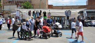 Foto portada: el mercat ambulant del Centre, des de dilluns al Vapor Turull. Autor: David B.