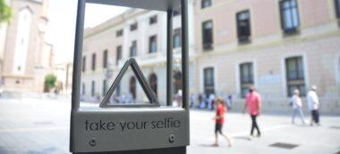 Foto portada: el suport instal·lat a la plaça Sant Roc. Autor: David B.