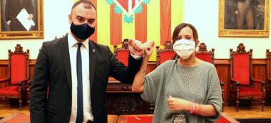 L'alcalde de Terrassa, Jordi Ballart, i l'alcaldessa de Sabadell, Marta Farres, a la sala de plens de ll'Ajuntament de Terrassa, despress de signar l'acord el 24 de juliol de 2020. ACN