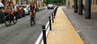 Foto portada: el paviment pintat de groc, aquest dimecres al carrer de les Tres Creus. Autor: J.d.A.
