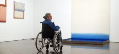 Fina Miralles, en una de les sales de l'exposició temporal que li dedica el Macba, aquest dimarts 3 de novembre de 2020 (HORITZONTAL)