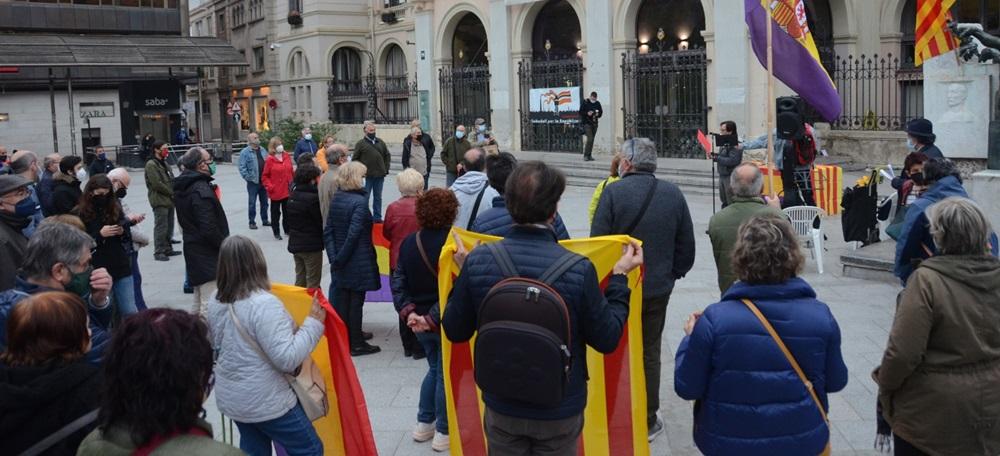 Foto portada: concentració a la plaça del doctor Robert. Autor: David B.